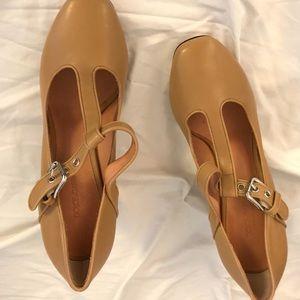 Dolce & gabbana beige leather buckle heels